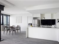 2 Bedroom Ocean Spa Apartment - Mantra Circle on Cavill Surfers Paradise